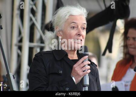 London, Großbritannien. 13 Sep, 2017. Jane Golding, aus der Gruppe der britischen Kampagne in Europa, spricht eine - Stockfoto