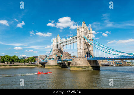 Die Tower Bridge über die Themse, Southwark, London, England, Großbritannien - Stockfoto