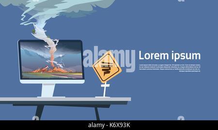 Computer Monitor mit Tornado Imade und Hurrikan Warnung Schild Landschaft der Sturm Wasserhose in der Landschaft - Stockfoto
