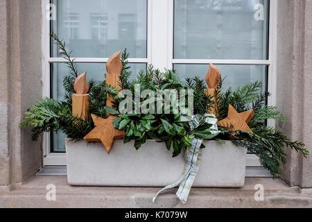 Weihnachten Dekoration An Der Fensterbank Der Häuser Durch Die
