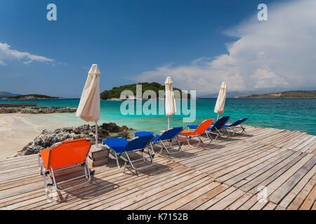 Albanien, Albanische Riviera, Sarande, Stadt am Strand - Stockfoto