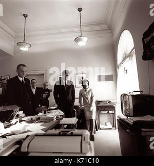 Präsident John F. Kennedy beobachten die Lift-off der erste Amerikaner im Raum, Astronaut Alan B. Shepard, Jr., - Stockfoto