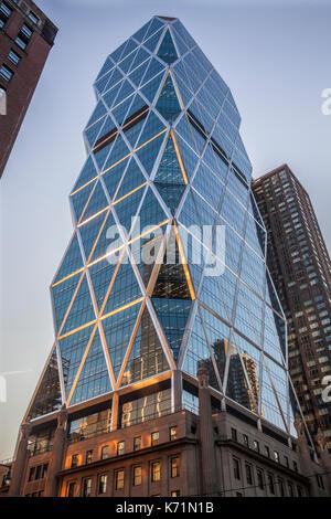 Hearst Tower an Ecke 8th Avenue und W 57th Street in Manhattan, New York City