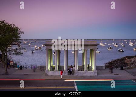 Usa, Massachusetts, Plymouth, Plymouth Rock Gebäude mit Plymouth Rock, Denkmal für die Ankunft der ersten europäischen - Stockfoto