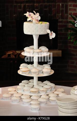 Kuchen, Torten, zeremonielle, Zeremonien, Zeremonie, Küche, Küchen, kulinarisch, Dessert, Dessert Topping, Dessert - Stockfoto
