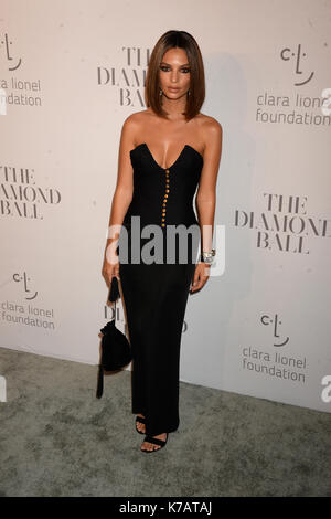 NEW YORK, NY - 14. SEPTEMBER: Emily Ratajkowski besucht Rihannas 3. jährlichen Diamond Ball von Cipriani Wall Street - Stockfoto