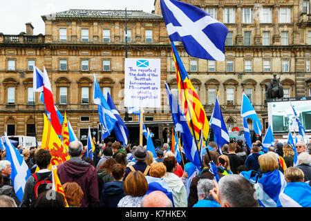 """Ein Zusammenschluss mehrerer Gruppen, die Unabhängigkeit des Cotland die Brave"""" und """"Flügel über Schottland"""" in - Stockfoto"""