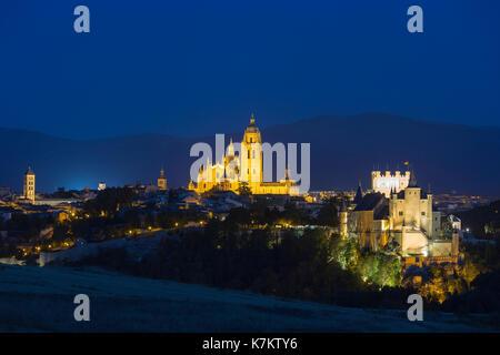 Berühmte spektakuläre Sicht auf den Alcazar Schloss - Palast und Festung, die Disney Schloss inspiriert, und Kathedrale - Stockfoto