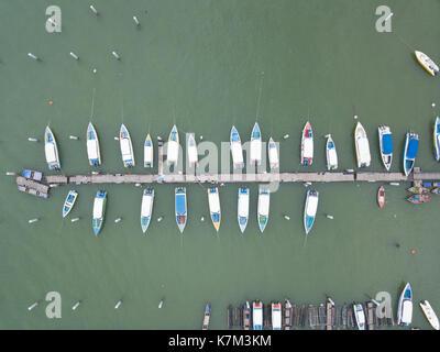 Blick von oben auf die Boote in Pattaya. - Stockfoto