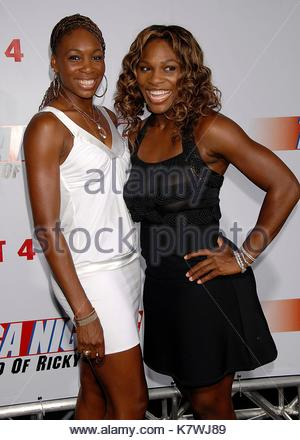 serena williams und venus williams rotes kleid seide. Black Bedroom Furniture Sets. Home Design Ideas