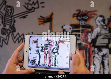 London, Großbritannien. 18 Sep, 2017. Neue Wandbilder von Graffiti Künstler Banksy an einer Wand in der Nähe des - Stockfoto