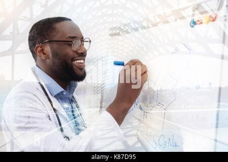 Talentierte Forscher neue chemische Formel - Stockfoto