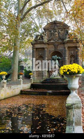 Die Medici Brunnen, Frankreich. Paris. - Stockfoto
