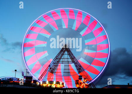 Die neue mehrfarbige Leds auf dem Riesenrad Anzeige auf Central Pier in Blackpool - Stockfoto