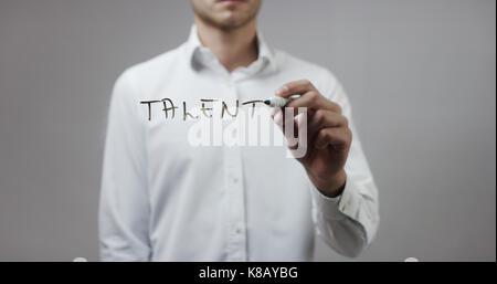 Talent, Menschen schreiben auf Glas - Stockfoto