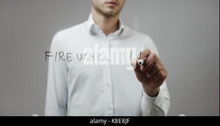 Firewall!!! Man schreiben auf Glas - Stockfoto