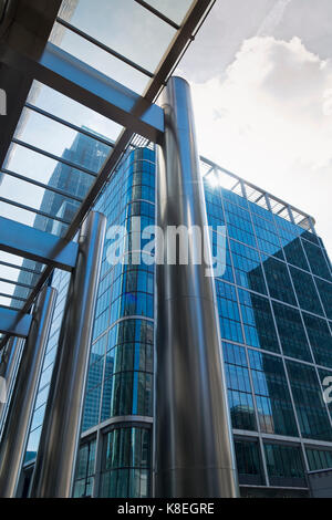 London, England - 13. August 2017: Die U-Bahnstation Canary Wharf, Docklands, London UK. Moderne Architektur mit - Stockfoto