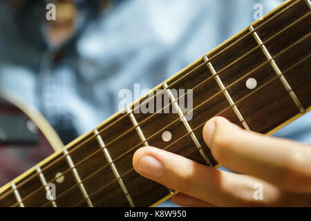 Akustik Gitarre close-up Spielen für jazz rock Volksmusik - Stockfoto