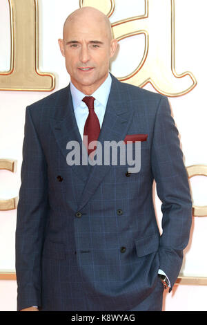 LONDON - Sept 18, 2017: Mark Strong besucht die Kingsman: Der goldene Kreis Weltpremiere im Odeon Leicester Square - Stockfoto