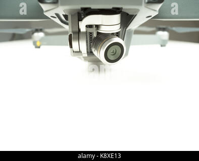 Drone überwachung Kameralinse auf einen weißen Hintergrund mit Text Raum