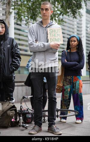 London, Großbritannien. 21 Sep, 2017. Aktivisten gegen Immigration Detention von Soas Häftling Support (SDS) halten - Stockfoto