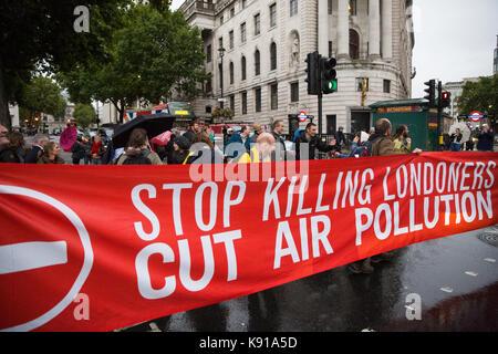 London, Großbritannien. 21 Sep, 2017. Umweltaktivisten aus dem Töten Londonern Kampagne gleichzeitig blockieren - Stockfoto
