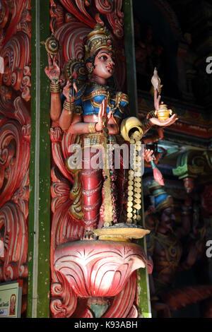 Pettah Colombo Sri Lanka Neue kathiresan Kovil Tempel für Krieg Gott murugan Statue der hinduistischen Göttin Dhanalakshmi - Stockfoto