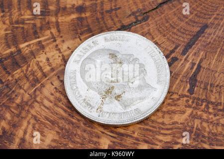 Alte Vintage Deutsche Münze Auf Holz Hintergrund Stockfoto Bild