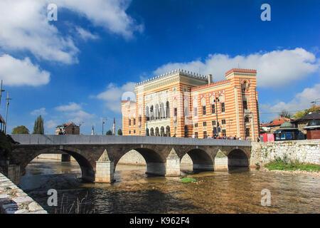 Vijećnica ist das Extravaganteste Gebäude in Sarajewo während der österreichisch-ungarischen Besetzung gebaut und - Stockfoto