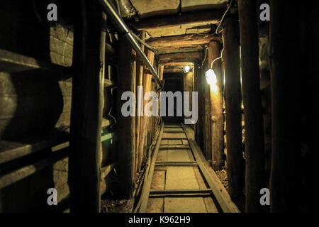 Der Tunnel der Hoffnung. Eine Auswahl von Bildern von Sarajevo. Bosnien und Herzegowina | unter der Start- und Landebahn - Stockfoto