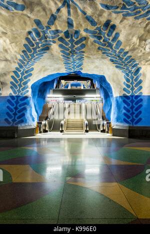 T-Centralen Station auf der Stockholmer U-Bahn, oder T-Bana, in Schweden. Der Stockholmer U-Bahn ist als die längste - Stockfoto