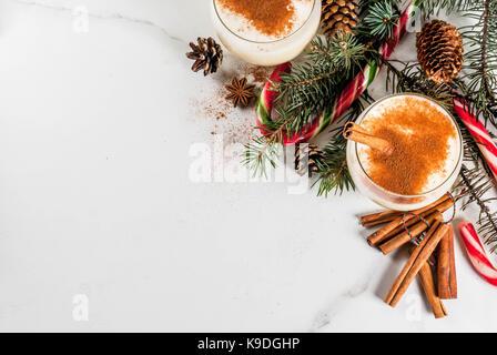 weihnachten cocktail eierlik r mit zimt und geriebene. Black Bedroom Furniture Sets. Home Design Ideas