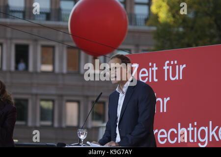 Berlin, Deutschland. 22 Sep, 2017. Der Regierende Bürgermeister von Berlin, Michael Müller Adressen der Rallye. - Stockfoto