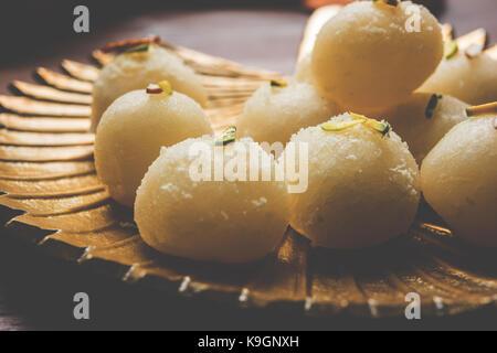 Stock Foto von Rasgulla oder Schwamm Ras Gulla, ist es von der Form eines Balls, mit Knödel von Chhena und Grieß - Stockfoto