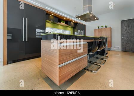 ... Moderne Küche Insel Mit Integrierten Schubladen   Stockfoto