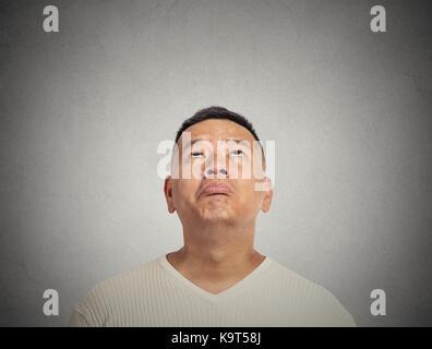Portrait enttäuscht jungen Mann suchen - Stockfoto