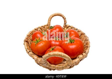 Frische Tomaten in einem Korb, auf einem weißen Hintergrund, Tomaten in den Korb - Stockfoto