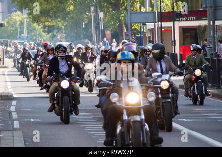 London, Großbritannien. 24. September, 2017. Motorrad Rallye Konvoi, London. Ein Konvoi von sehr gut gekleidet Motorradfahrer - Stockfoto