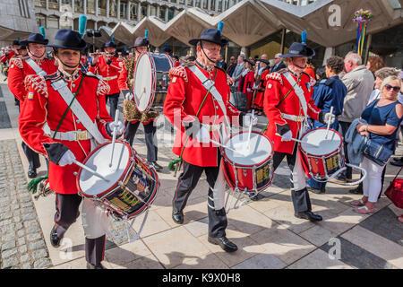 London, Großbritannien. 24. September, 2017. Die Cinque Ports drum and Pipe Band - Das jährliche Erntedankfest durch - Stockfoto