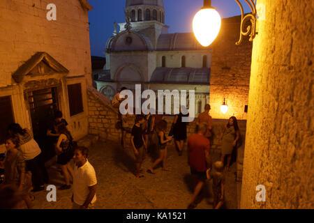 Am Abend in der Altstadt in Šibenik (Kroatien) in Abend - Stockfoto