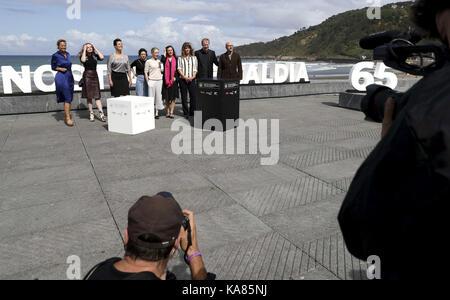 San Sebastian, Spanien. 25 Sep, 2017. Der österreichische Schriftsteller und Produzent Barbara Albert (4R) stellt - Stockfoto