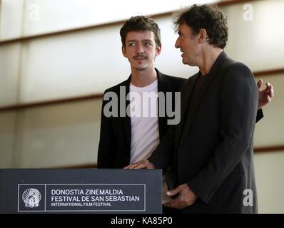 San Sebastian, Spanien. 25 Sep, 2017. Der französische Regisseur Albert Dupontel (R) und argentinischer Schauspieler - Stockfoto