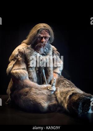 Berlin. Deutschland. Modell der späten Steinzeit Mann (Jungpaläolithikum) Ca. 30.000 v. Chr., mit der Venus von - Stockfoto