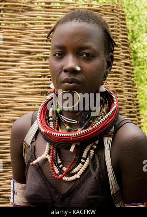 Sudanesische Toposa Stamm Mädchen Flüchtling in Kangate, Omo Valley, Äthiopien