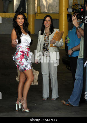MIAMI BEACH, FL - MÄRZ 19: Kim Kardashian erscheint bei Walgreens QuickTrim am 19. März in Miami Beach, Florida - Stockfoto