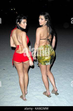 _EXC_Kardashian_Sunset_111707_02 - (exklusive Deckung) Bal Harbour - FL, 17. NOVEMBER 2007: (exklusive Deckung) - Stockfoto