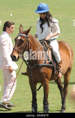 WEST Palm Beach, FL - 14. März: Kourtney Kardashian und Scott Disick mit ihren jungen Sohn Mason Dash Disick im - Stockfoto