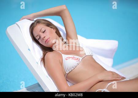 Junge blonde Frau im Sommer Urlaub, - Stockfoto