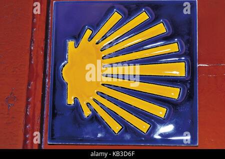 Spanien, weg von st. James, gelben Jakobsmuschel auf blauem Grund ...