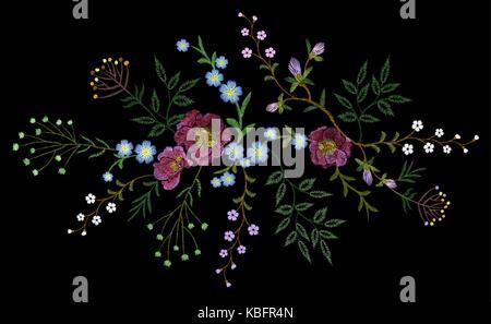 Stickerei trend floralen Muster kleine Zweige kraut Rose mit kleine blaue violette Blume. Reich verzierte volkstümlichen - Stockfoto